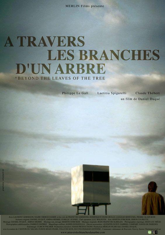 affiche du film À travers les branches d'un arbre