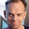 portrait Hugo Weaving