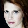 portrait Julie McNiven