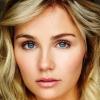 portrait Clare Bowen