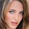 portrait Jessica Rothe