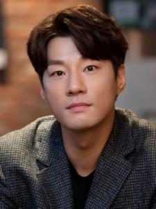 Chun-Hee Lee
