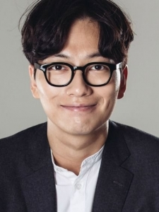 Dong-Hwi Lee
