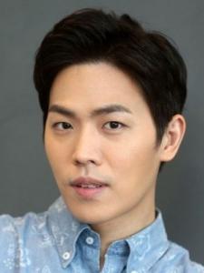 Lee (2) Dong-Ha