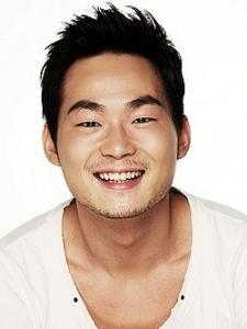 Yun Bong-Gil